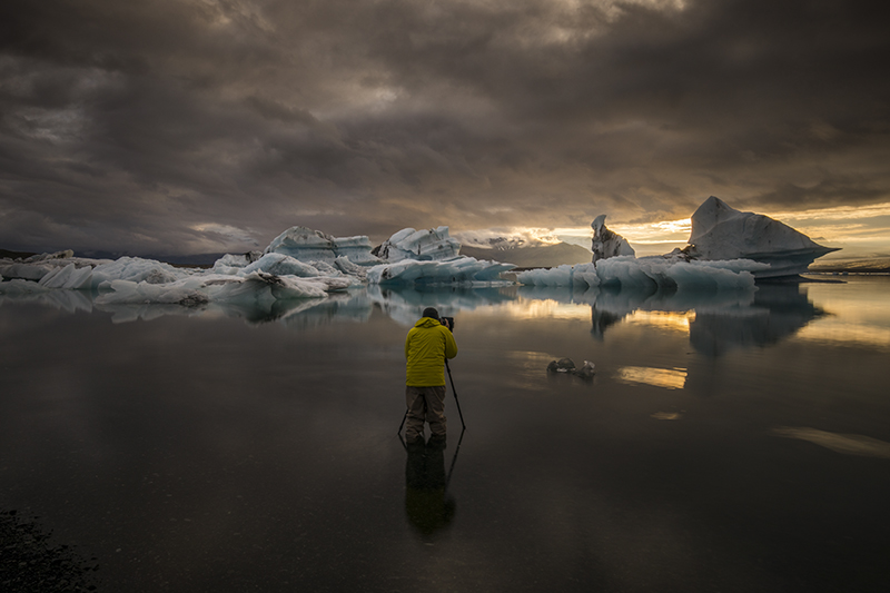 Man standing in the glacier lagoon